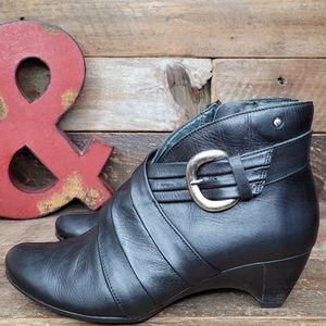 Stylish Pikolinos Black Leather Full Zip Booties